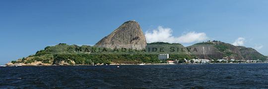 Pão de Açúcar visto da Baía de Guanabara - Sugar loaf seen from Guanabara Bay · © Maria Adelaide Silva