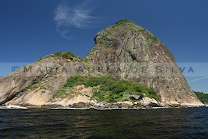 Pão de Açúcar visto do mar - Sugar loaf seen from the sea · © Maria Adelaide Silva