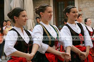 Split - dança folclórica - folk dance