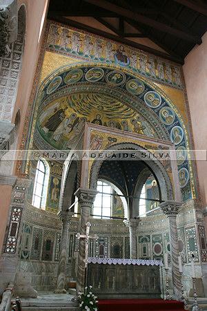 Poreč · altar e cibório · altar and ciborium