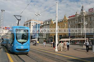 Zagreb · bonde na Praça Ban Jelačić · tram at Ban Jelačić Square