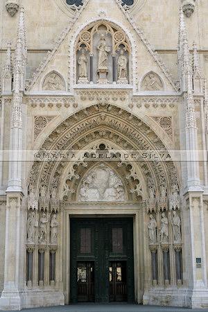 Zagreb · porta principal · main door