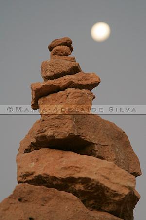 Pilha de pedras &middor; Pile of rocks